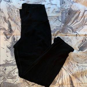 Cropped black Old Navy high-rise leggings